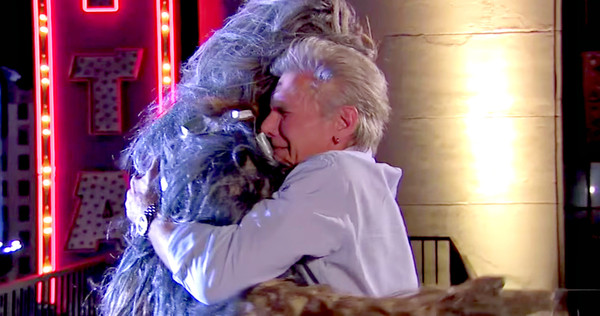 Harrison Ford salva a Chewbacca del suicidio